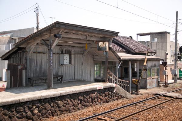 越中三郷駅ホーム上屋