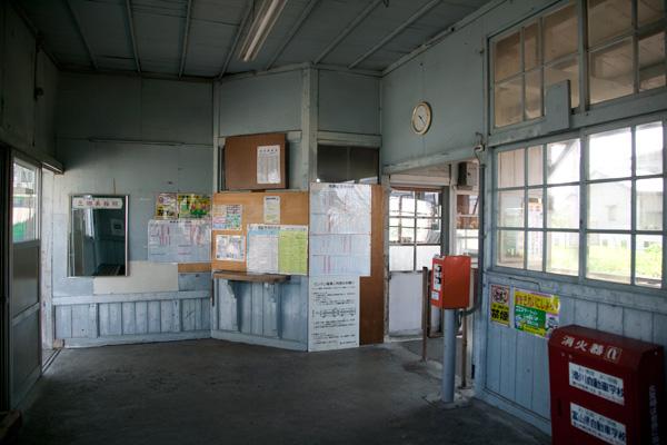 越中三郷駅待合室