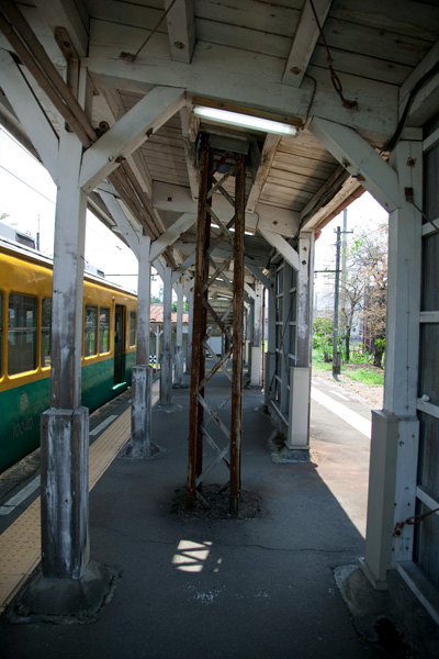 岩峅寺駅3,4番ホーム架線柱
